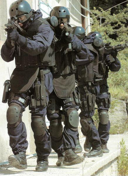 イタリア軍特殊部隊も愛用しているタクティカル満載のポロ入荷 !! LA ...